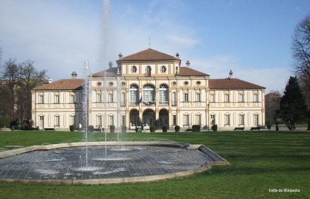 Alla Tesoriera di Torino, si celebrano matrimoni civili. Nel parco antistante si possono stattare fotografie.
