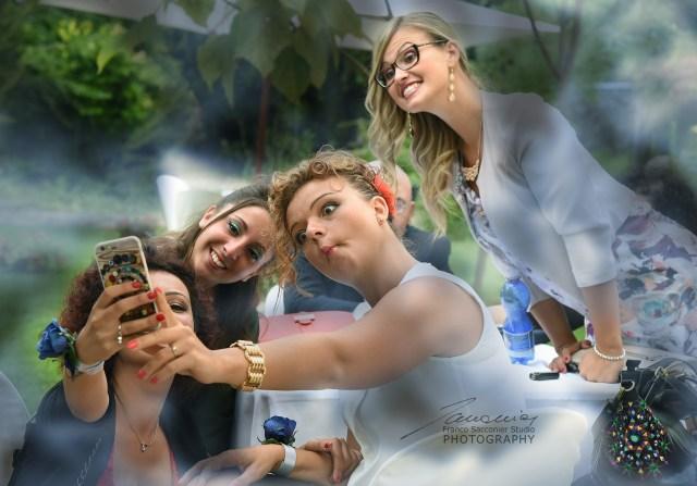 Momento social per le amiche della sposa. Il selfie, la nostra passione segreta... #addioalnubilato #fotografomatrimoni #weddingplanner