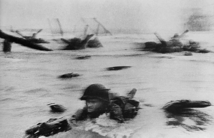 Desembarco en Normandía, Francia - Robert Capa - 1944