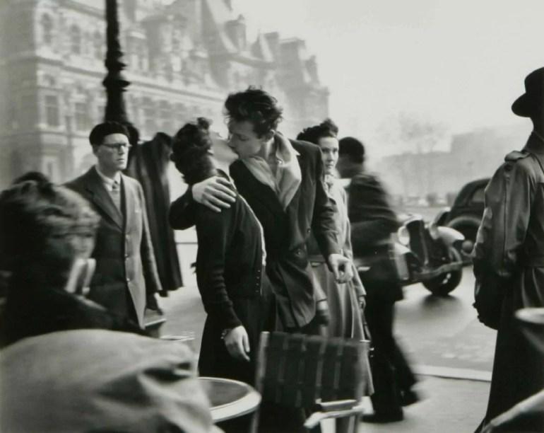 El beso en el Hotel de Ville, Paris - Robert Doisneau - 1950
