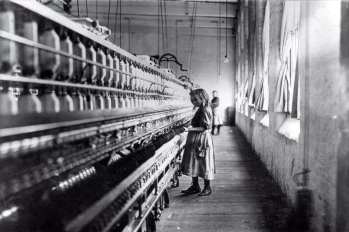 La chica de la fábrica de algodón (Lewis Hine, Estados Unidos, 1908)