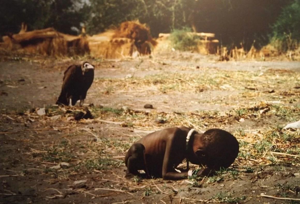 Niño acechado por un buitre - Kevin Carter - 1993