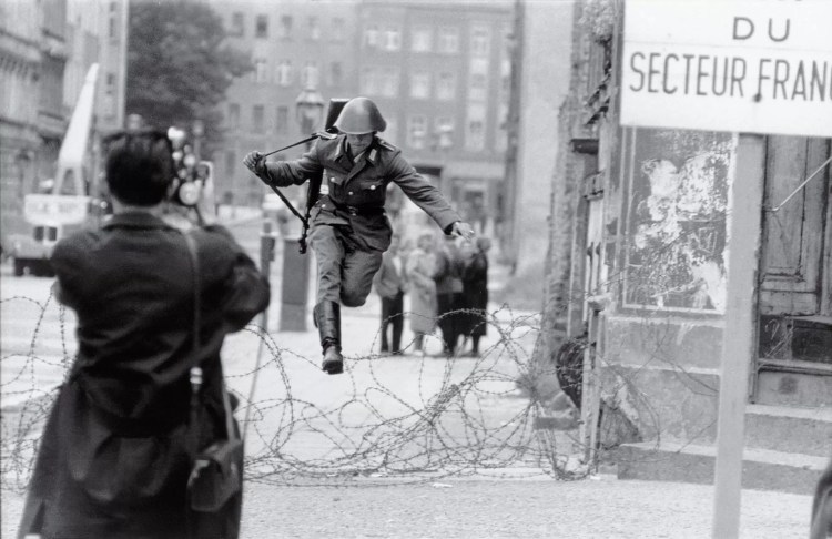 "Salto a la libertad"" (Peter Leibing, Alemania Oriental, 1961)"