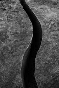 Roca agrietada en forma de s