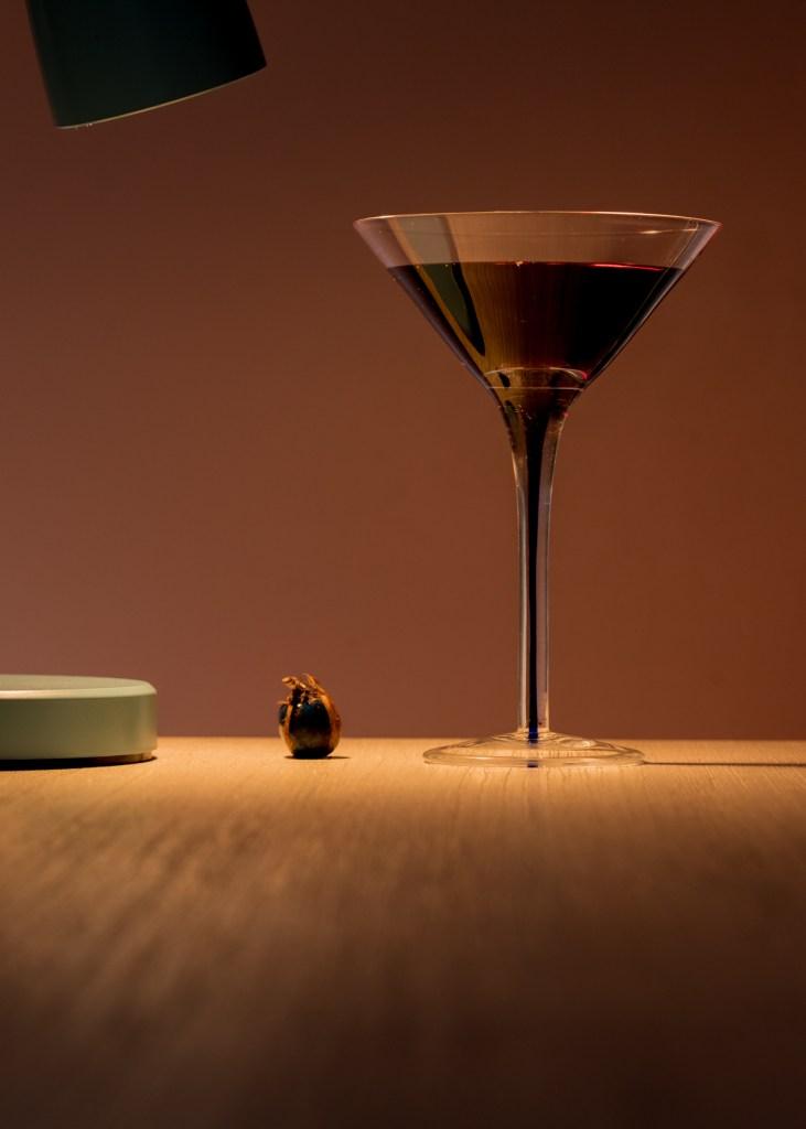 copa de vino con semilla al lado