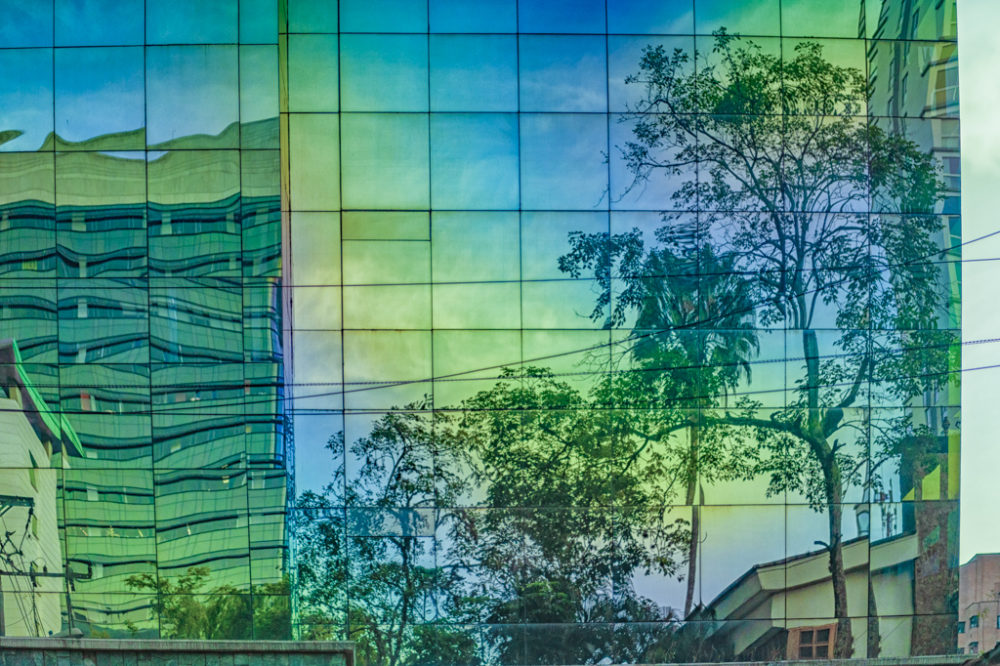 Reflejos sobre edificio