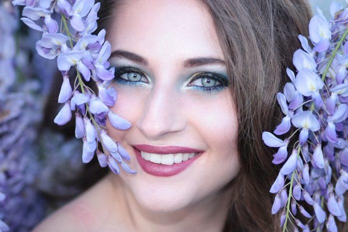 Umfrage, Kosmetik, Frauen, Ratgeber, Schönheitsroutine, Fashion / Beauty,Schönheit