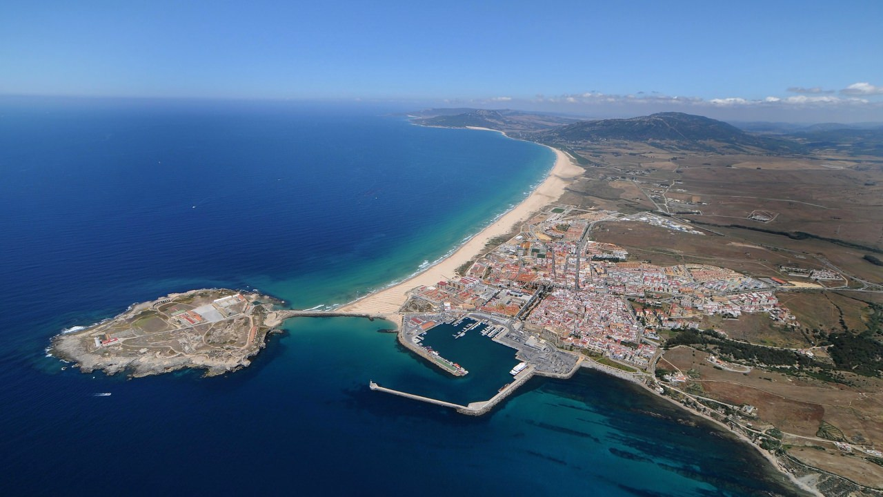 Qu visitar en tarifa puerta del mar mediterr neo y oc ano atl ntico - Restaurante el puerto tarifa ...