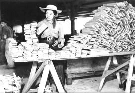 Mujer trabajadora de aserradero
