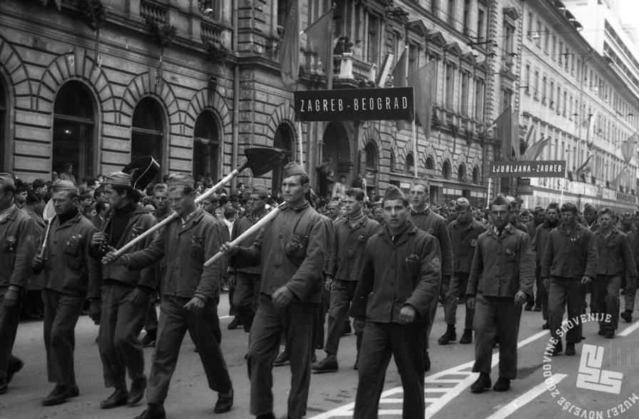 DE1656: Prvomajska parada leta 1960. Foto: Lojze Jerala, hrani: MNZS.