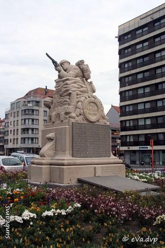 Gedenkteken voor de gesneuvelden 1914-18 Natuursteen ingehuldigd in 1921