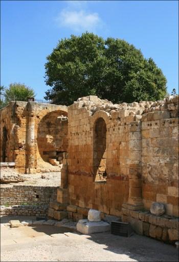 Церковь в амфитеатре