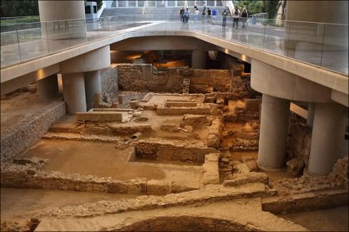 У входа в музей Акрополя