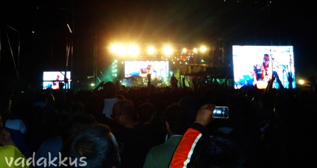 Crowd during the GNR Banglore show