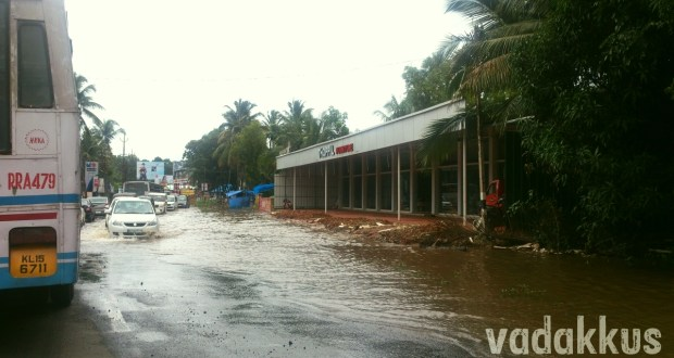 MC Road flooded and potholed near Tiruvalla Kerala