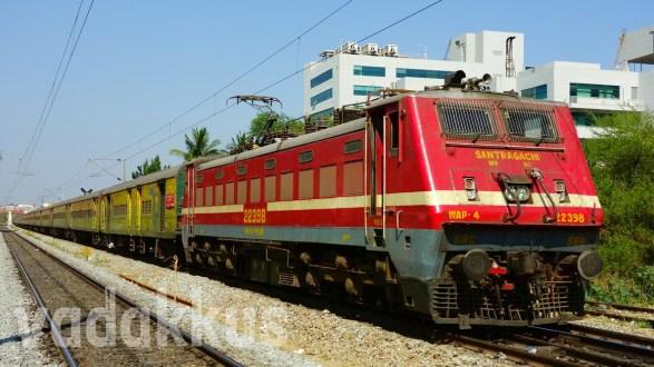 SRC WAP4 #22398 Heads the Howrah – Yeshwantpur Duronto Express