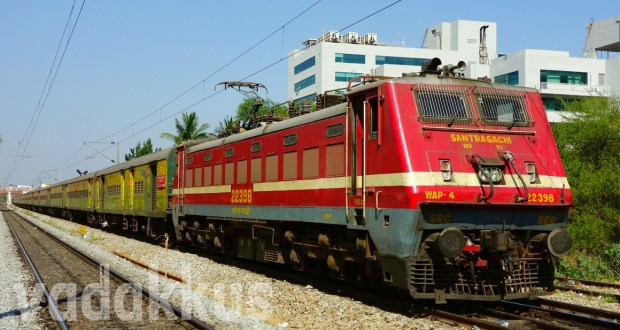 Photo of the Howrah - Yeshwantpur Duronto Express