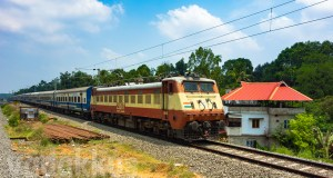 Indian-Railways-Train-JanShatabdi-Express-WAP1-electric-locomotive