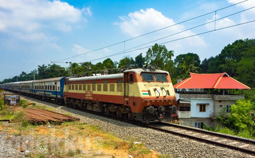 """Veteran WAP1 #22007 """"Bond"""" Hauls the JanShatabdi in Kerala"""