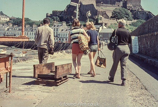 Perutz slide film - boat crew back on land