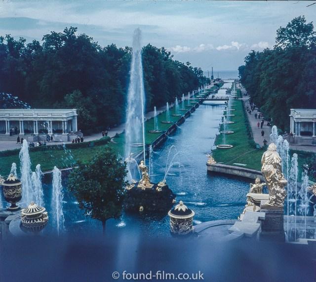 Images from Soviet era Leningrad - The fountains of Peterhof