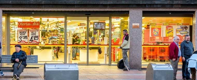 11+ Secret Tips | How to Attract Customers to Your Supermarket 2021 supermarket customer choosing a goods billing