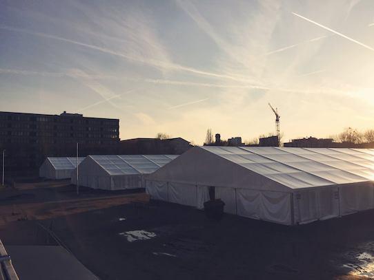 In jedem Zelt lebten etwa 200 Flüchtlinge. Foto: Kristijonas Duttke