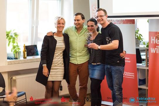 """Mit ihrer Idee eine virtuellen Finanzberatung im Raumanzug überzeugte das Siegerteam von """"Your Space"""" die Jury. Foto: Tobias Ritz/PR"""