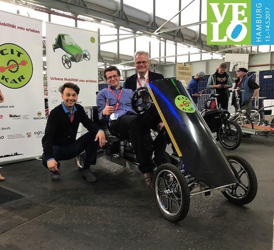 Das CitKar-Team René-Simon Pfisterer, Jonas Kremer und Dr. Werner Kremer (v.l.n.r.) auf der Velo Hamburg. Foto: PR/CitKar