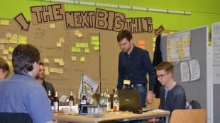 Startup Weekend Dresden 2017. Blick in einen Raum. Foto: Stephan Hönigschmid