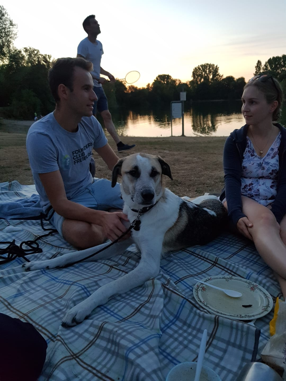 Abschluss mit Hund am See