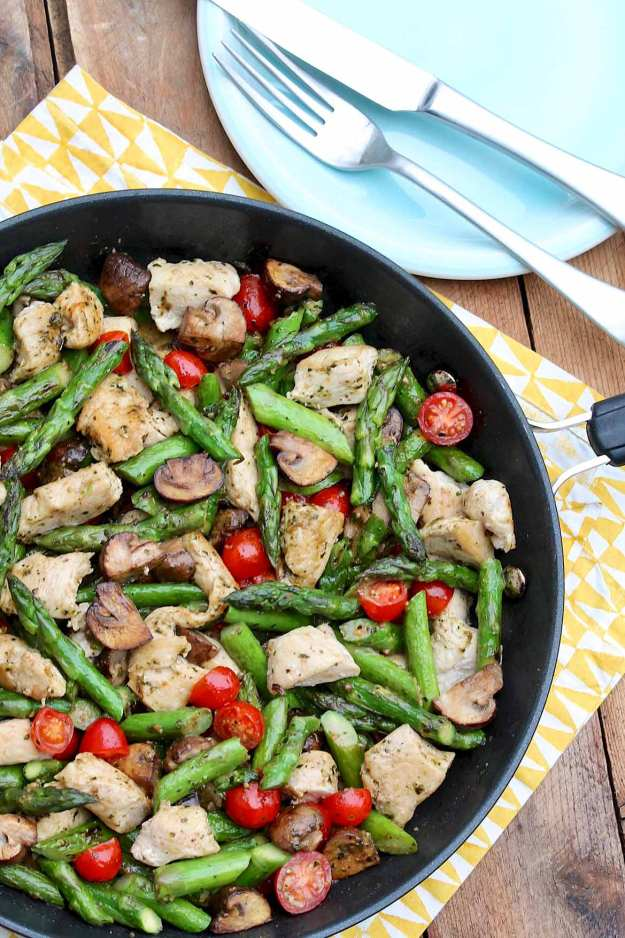 One-Pan Pesto Chicken and Veggies provides filling protein and a hearty serving ofcolorful vegetables for a speedy,flavor-packed weeknight meal!