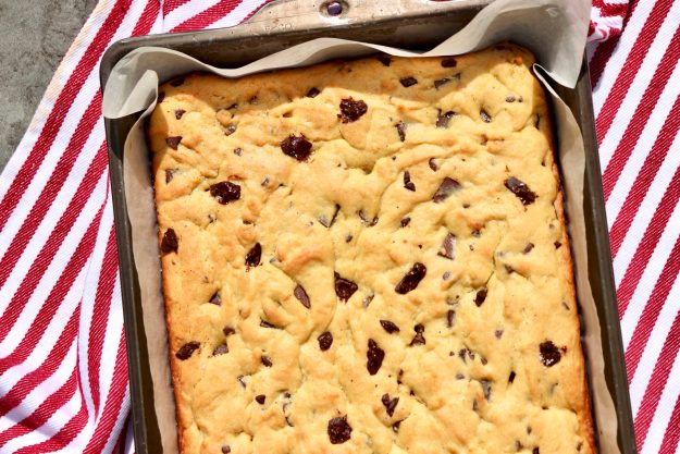 Congo Bars =the ultimate blondie! Perfectly chewy and so much easier to make than a batch of cookies, this foolproof recipe is a childhood favorite that has stood the test of time.