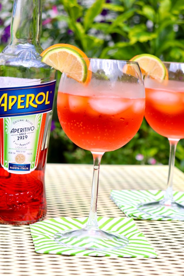 SIMPLE FORMULA = COCKTAIL SUCCESS! With its gorgeous hue and crisp, sweet flavor, this refreshing drink conjures up a taste of summer all year round. This simple formula guarantees a perfectly balanced cocktail every time. No cocktail shaker required!