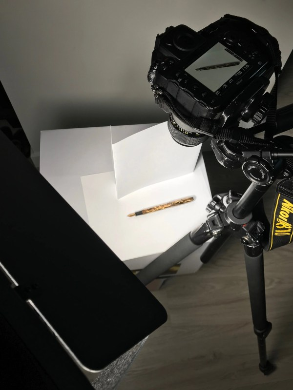 photographing a fountain pen with reflector