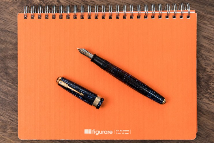 figurare notebook cover with Parker Vacumatic fountain pen