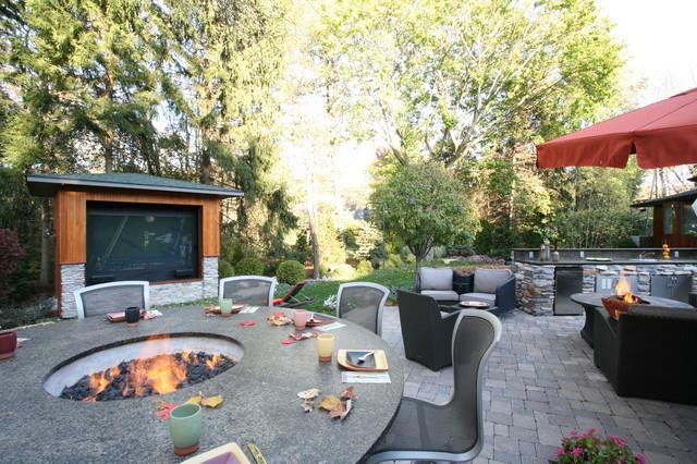 Outdoor Media Entertainment Room for Garden Fun | Founterior on Garden Entertainment Area Ideas id=14950