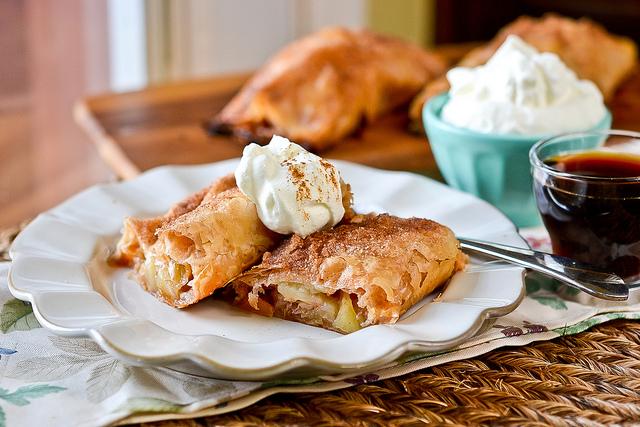 Какие десерты попробовать в Чехии - яблочный штрудель
