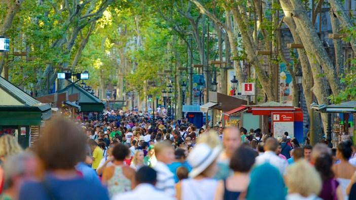Переполненная туристами Ла Рамбла, Барселона