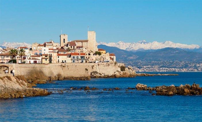 Вид на крепость Антиба (Прованс, Франция)