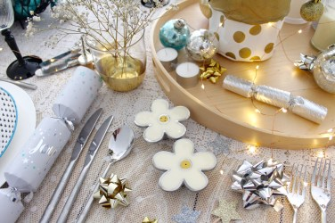 How to style a Christmas Table - free decorating guide on the blog