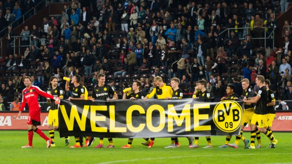 Will English football fans welcome refugees with banners ...
