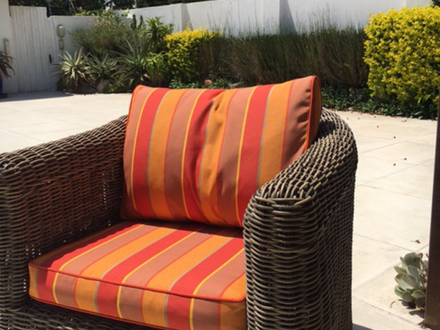 Colonnade Summer with plain piping cushion cover