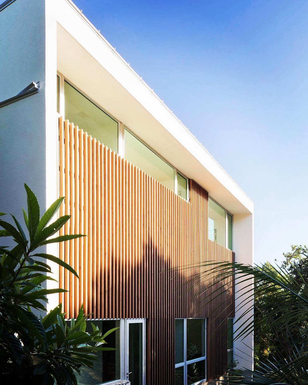 Douglas Fir provides texture and warmth to this @webberstudio designed home. Built by @foursquarebuilders