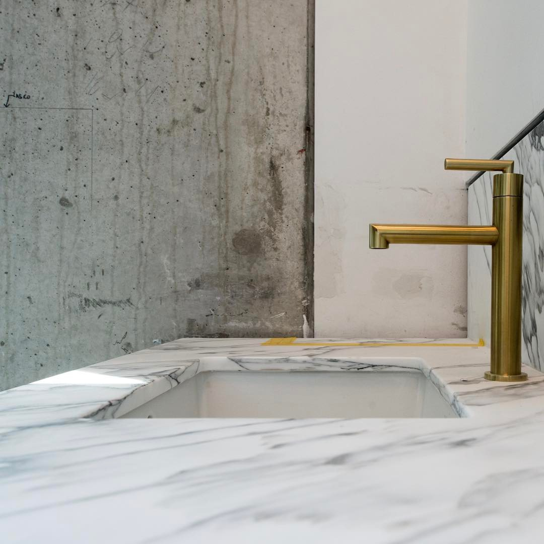 Concrete and Marble make for an interesting composition. Built by @foursquarebuilders Designed by @slicdesign Photo by @redpantsstudio