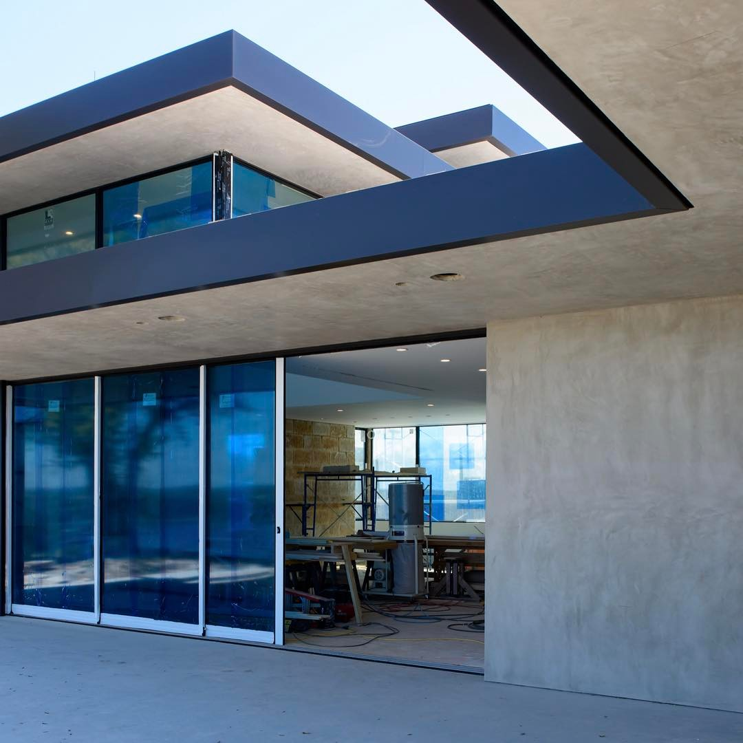 LaHabra plaster walls and soffits along with a 30' long wall of Fleetwood sliding doors are looking awesome. Built by @foursquarebuilders Designed by @dc_architecture Photo by @redpantsstudio