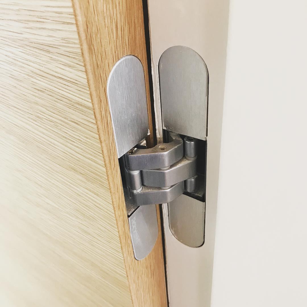 Rocyork 80 properly installed in horizontal vertical grain white oak doors and steel EZ-Jamb. Built by @foursquarebuilders