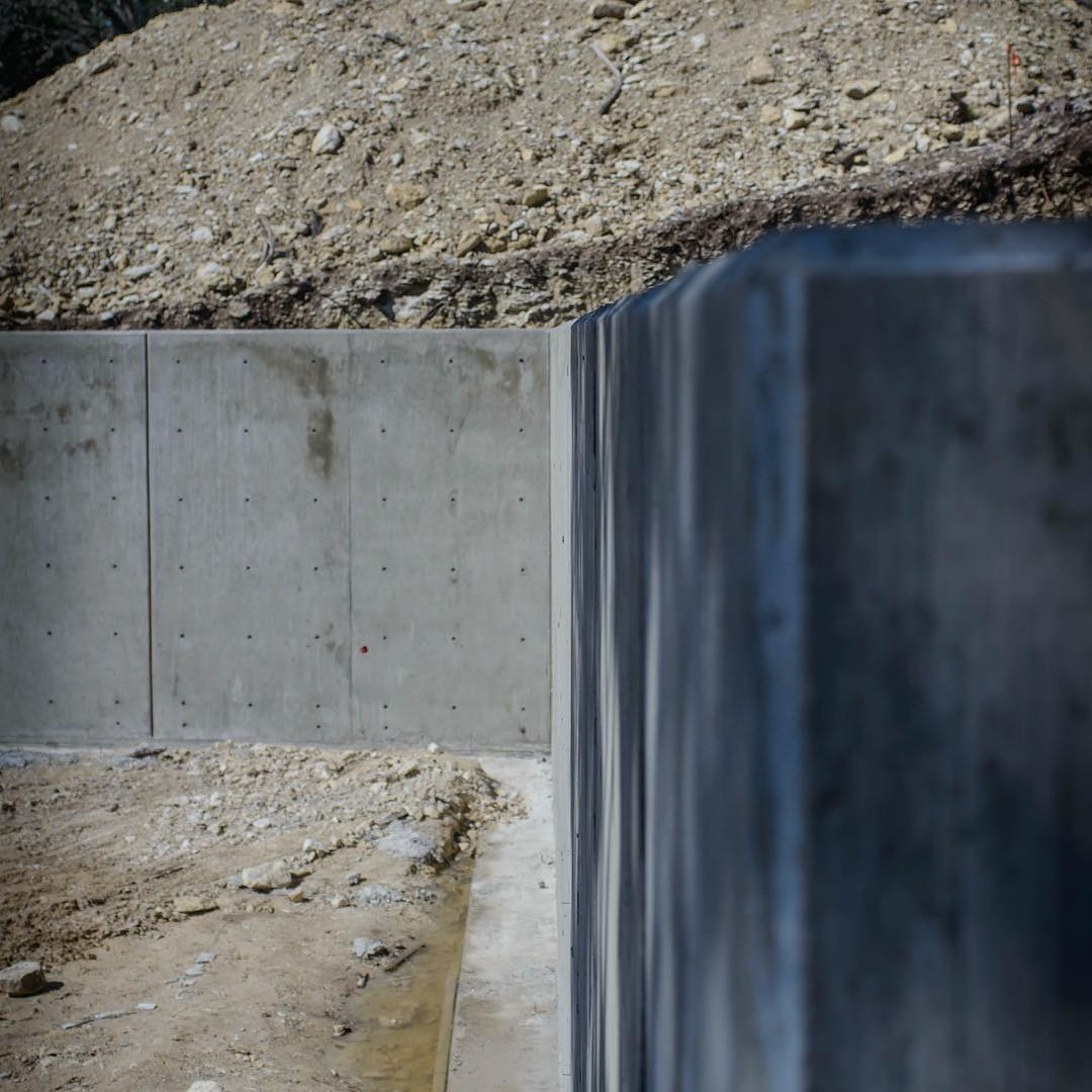 Got to love snap-tie concrete structural walls! Build by @foursquarebuilders Designed by @aparallel Photo by @redpantsstudio
