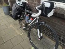 fiets met tassen voor tocht