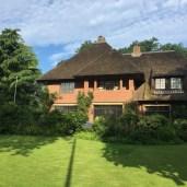 groot huis met strodak